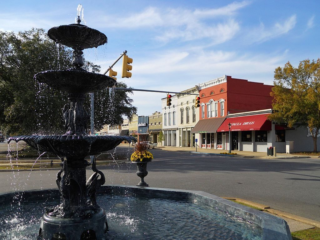 eufaula-alabama-affordable-small-sunny-town