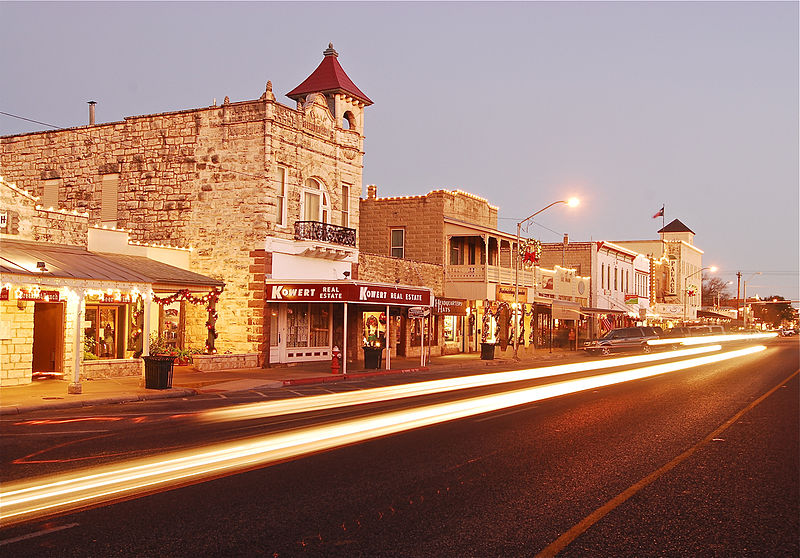 fredericksburg-texas-affordable-small-sunny-town